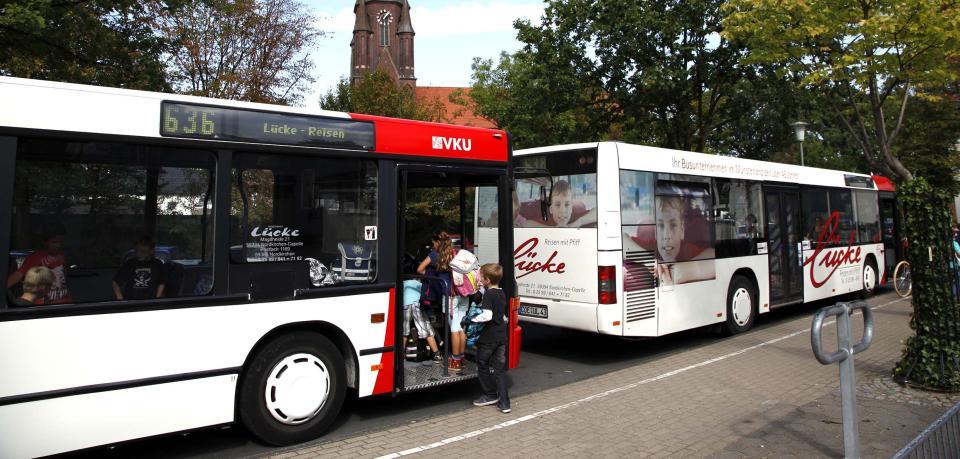 Dieser Schulbus weiß, wo die Fahrgäste aussteigen
