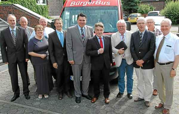 Verkehrsminister Michael Groschek besucht den Bürgerbus